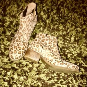 Matisse cheetah ankle boots